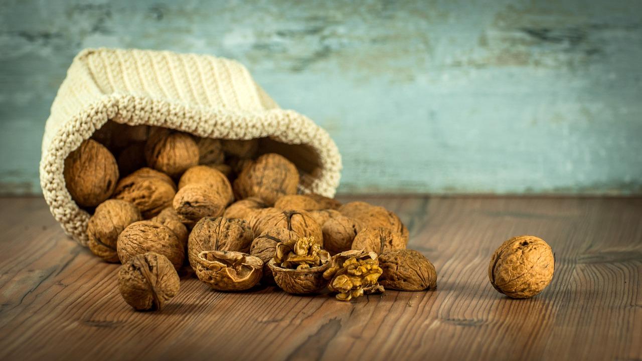 walnuts-caroline-byon